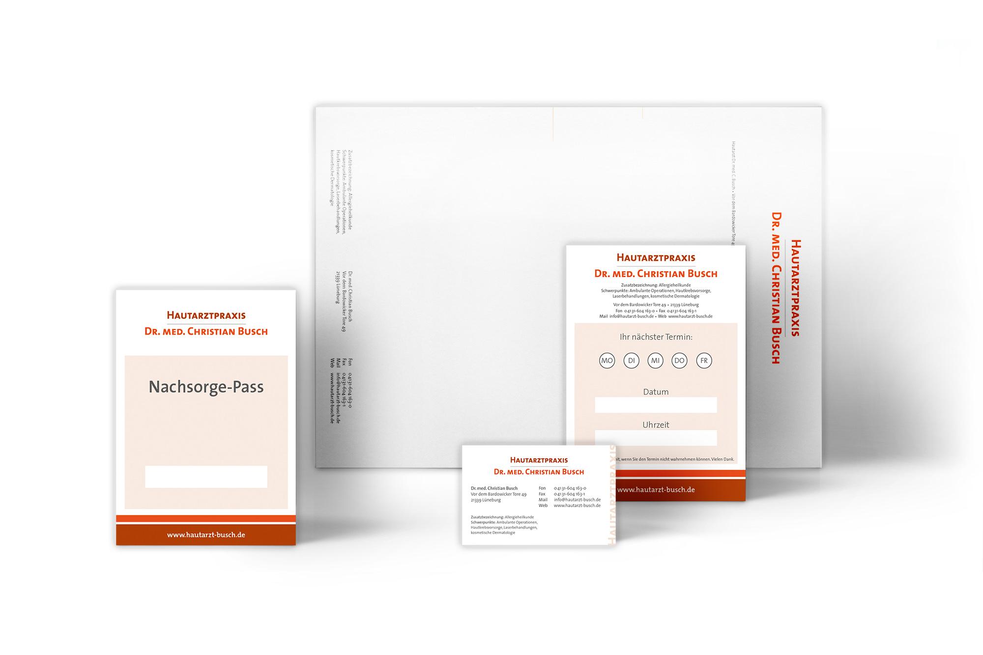 Entwicklung des Corporate Designs mit Printmedien wie Briefbogen, Visitenkarte